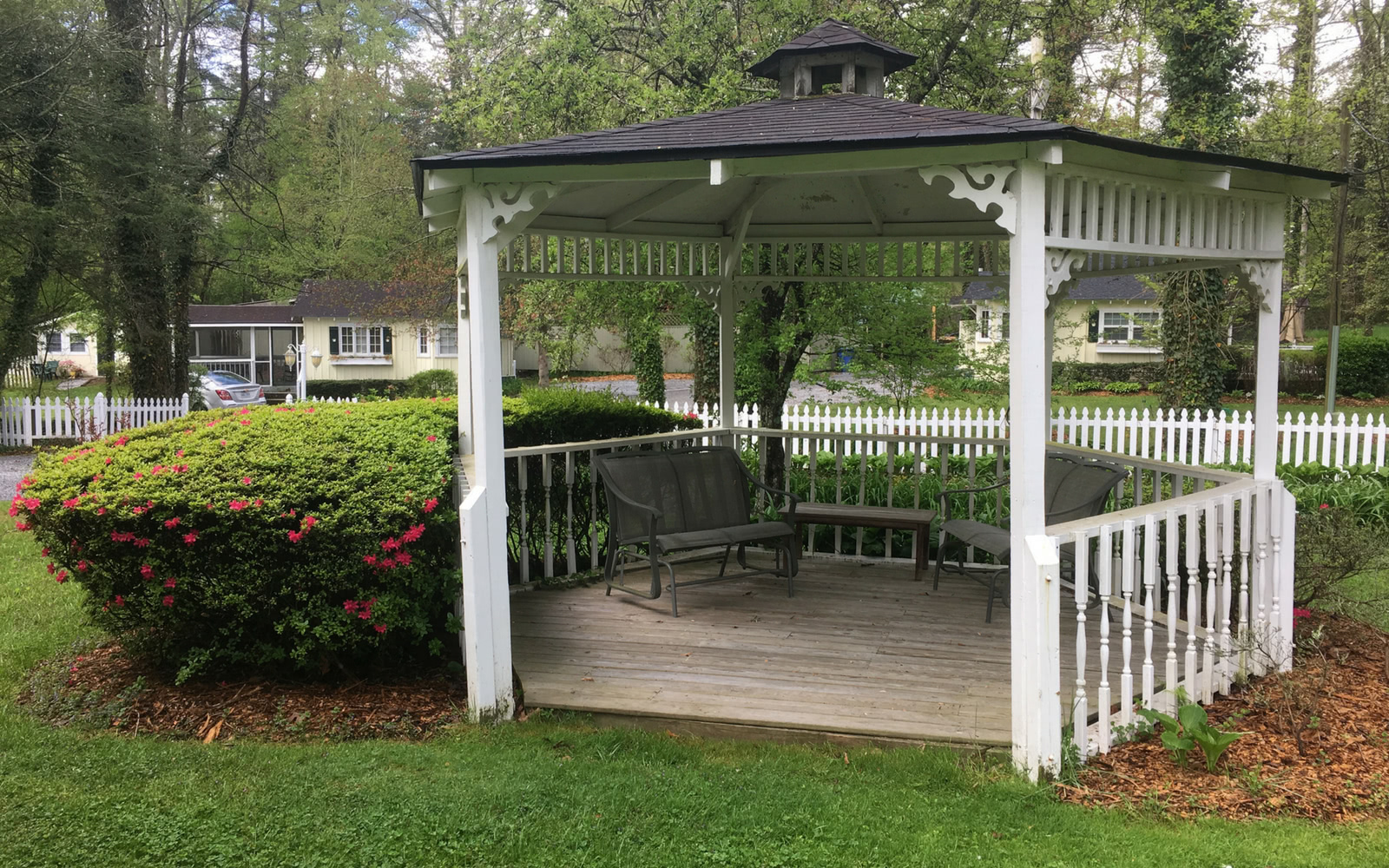 enjoy the gazebo at our vacation cottages